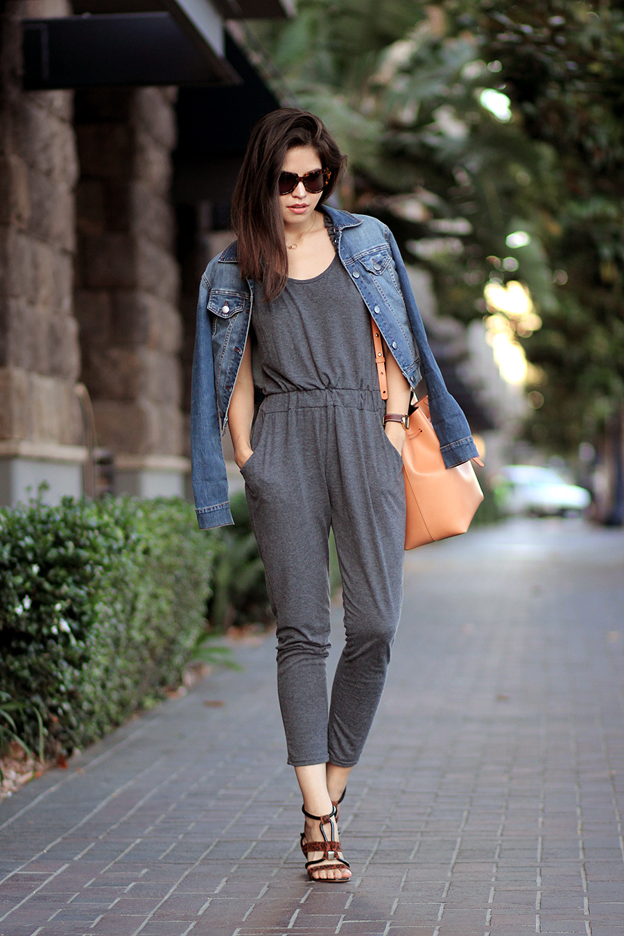 02-andrea-sandals-sheinside-jumpsuit-denim-jacket-mansur-gavriel-bucket-bag-cammello-ootd-casual-karen-walker-number-one.jpg