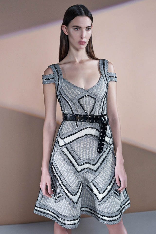 00a5888349c004ead079a0add43c29fc_herve_leger_pre_fall_2016_lookbook_27_054c1193cd494b251c667d64b7_bbc4130b7d335b379865ce790e.jpg